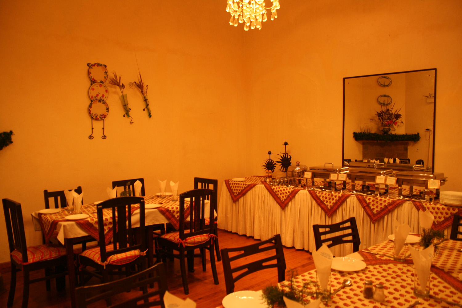 The dining room restaurant at west view hotel ranikhet for W austin in room dining menu